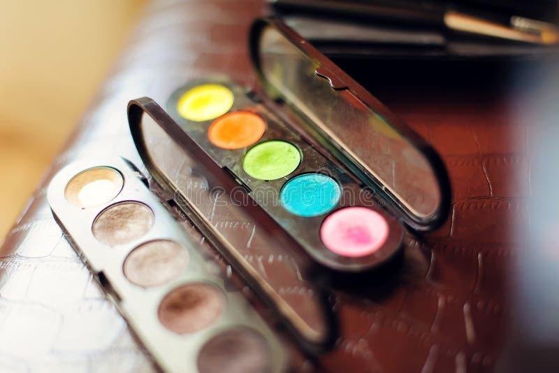 Maquillage cosmétique Eyeshadow set, close-up Ombre et rougeur colorés de l'oeil sec image libre de droits