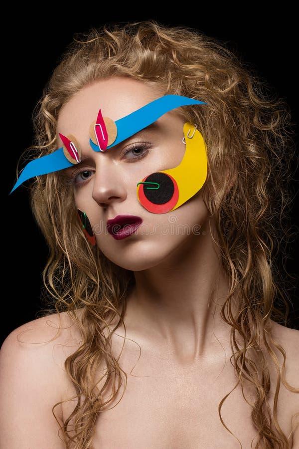 Maquillage créatif avec le papier coloré photos stock