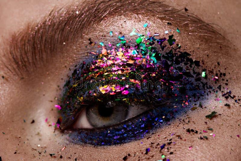 Maquillage d'oeil Beau maquillage de scintillement de yeux images stock