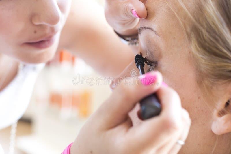 Maquillage de jeune mariée. images stock