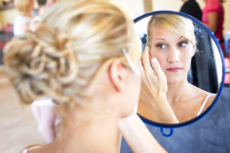 Maquillage de jeune mariée. photo stock