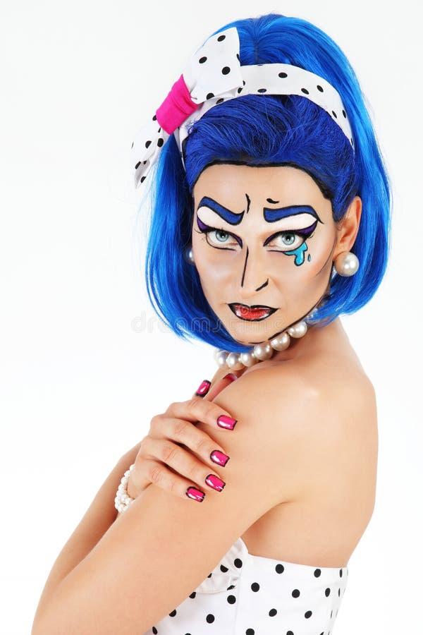 Maquillage modèle de portrait avec la perruque bleue, sur le fond blanc, bruit Co photos stock