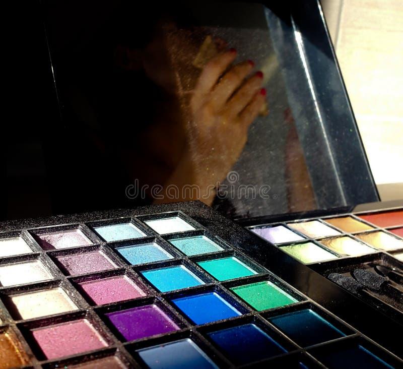 Maquillage, palette colorée de fards à paupières photos libres de droits