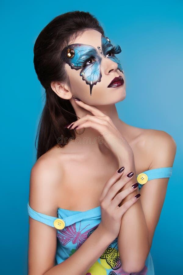 Maquillage. Portrait d'art de visage de mode. Belle pose modèle de fille photographie stock
