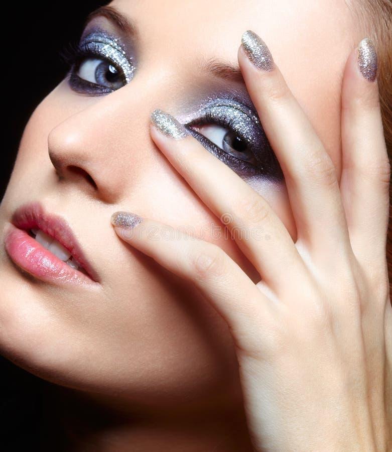 Maquillaje brillante de la cara de la mujer imagen de archivo libre de regalías