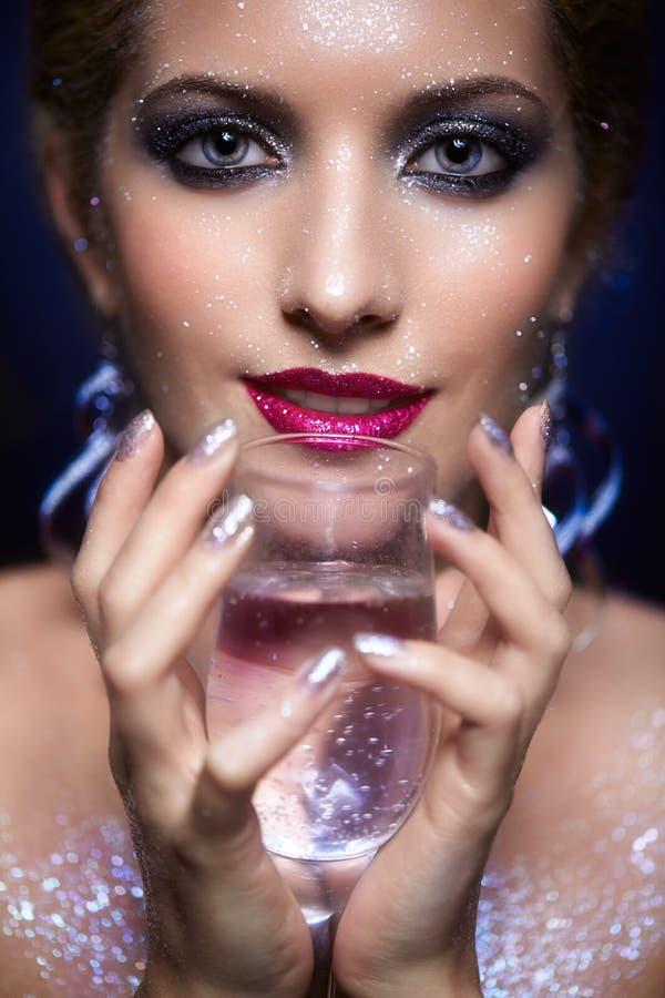 Maquillaje brillante de la cara de la mujer imagen de archivo