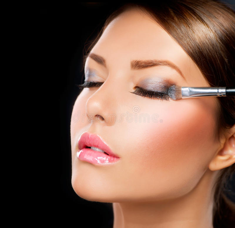 Maquillaje. Cepillo de la sombra de ojo foto de archivo