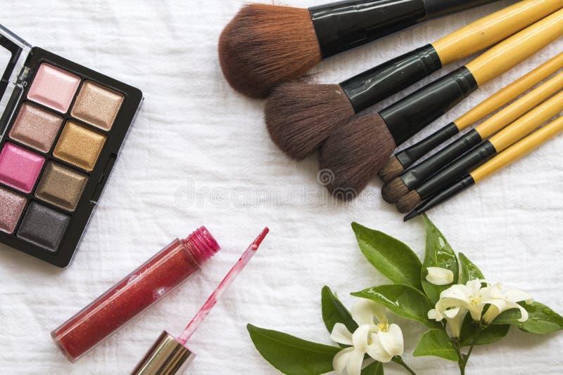 Maquillaje cosmético de la cara de la piel de la belleza para la mujer colorida fotos de archivo libres de regalías