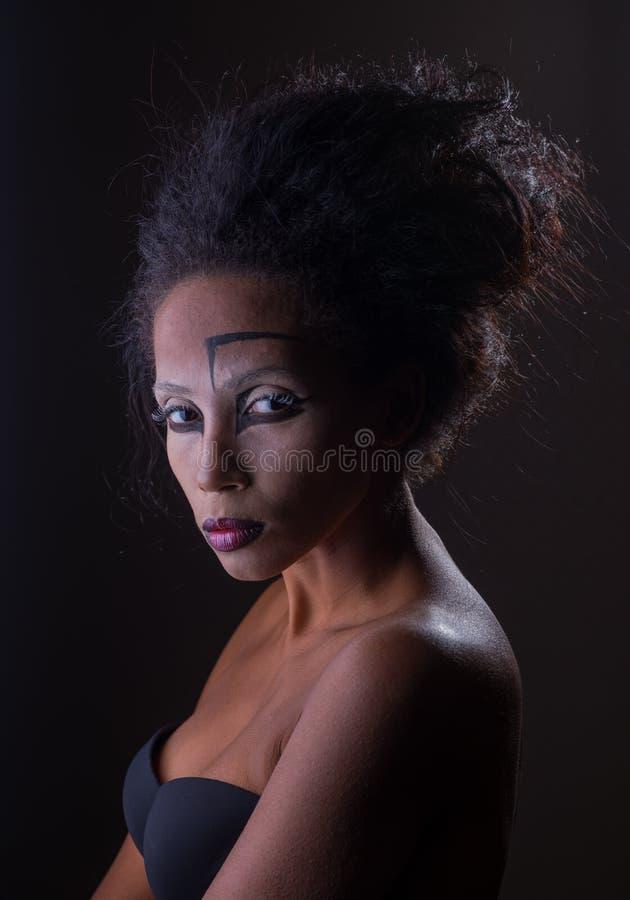 Maquillaje de la muchacha afroamericana fotografía de archivo libre de regalías