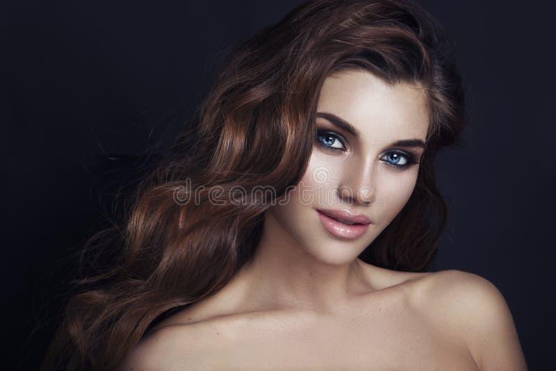 Maquillaje del encanto de la moda Belleza Girl modelo con el maquillaje a del encanto fotografía de archivo