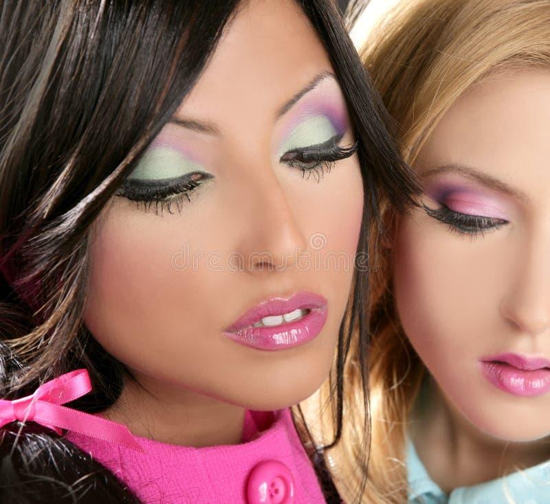 Maquillaje del fahion del estilo de los años 80 de la muñeca de las mujeres de Barbie imagenes de archivo