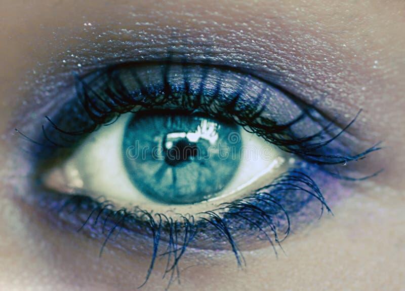 Maquillaje del ojo azul Maquillaje hermoso de los ojos Macro imagen de archivo libre de regalías