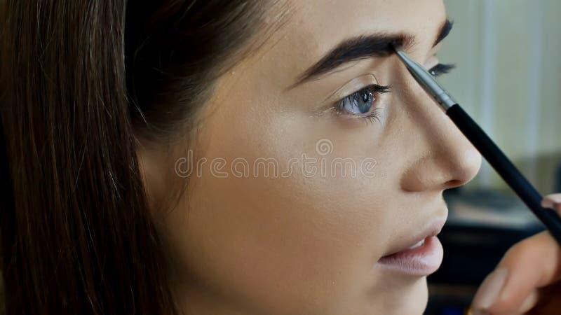 Maquillaje del ojo Maquillaje hermoso del brillo de los ojos Detalle del maquillaje del día de fiesta Párpados de los ojos imagenes de archivo
