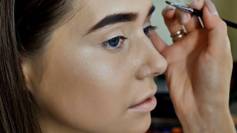 Maquillaje del ojo Maquillaje hermoso del brillo de los ojos Detalle del maquillaje del día de fiesta Párpados de los ojos imagen de archivo libre de regalías