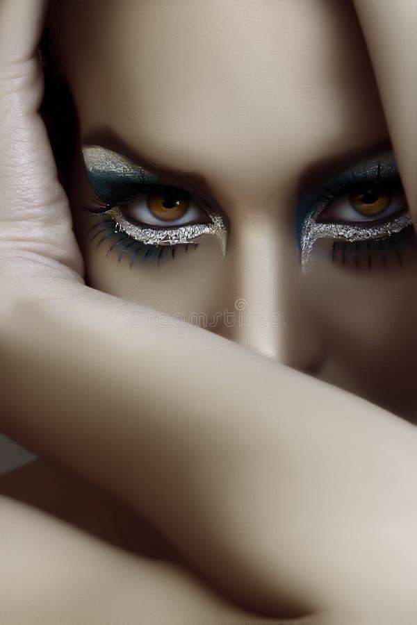 Maquillaje hermoso del goth fotografía de archivo libre de regalías
