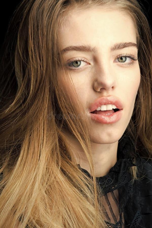 Maquillaje natural Muchacha con la piel sana fotos de archivo