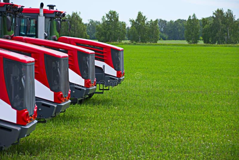 Maquinaria agrícola pronta para cultivar os campos fotografia de stock