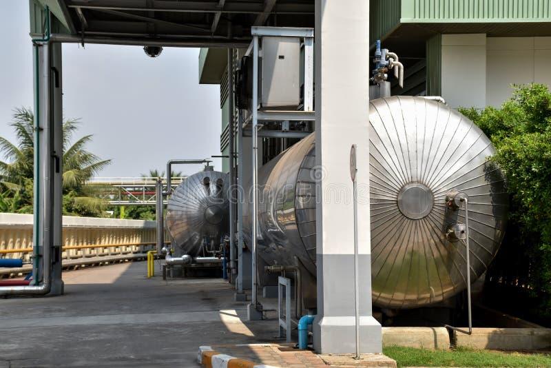Maquinaria da fabricação de cerveja da fábrica da cerveja imagem de stock