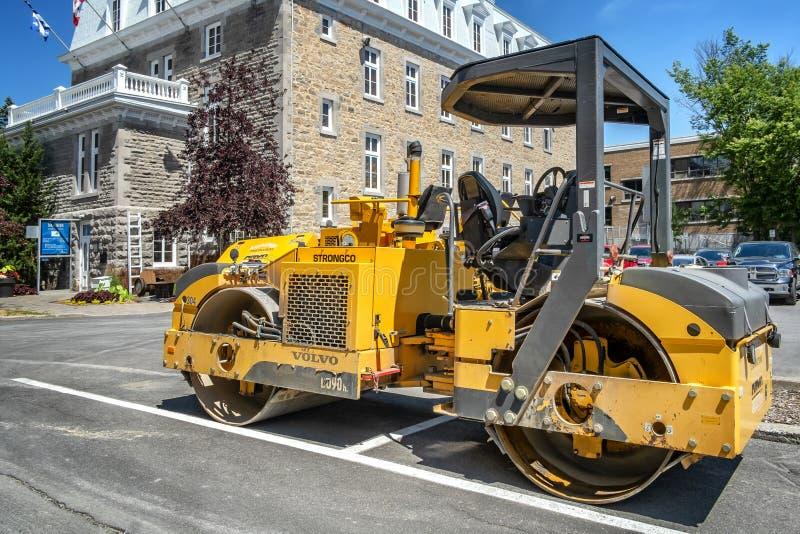 Maquinaria de las obras por carretera en el santo-Eustache Quebec fotos de archivo