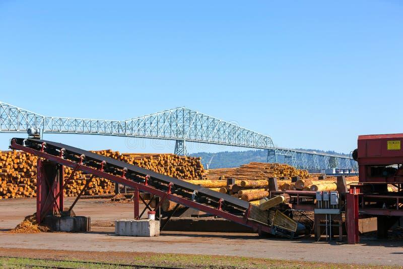 Maquinaria do moinho da madeira serrada em Rainier Oregon imagem de stock royalty free