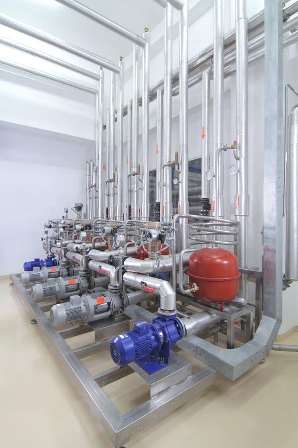 Maquinaria en una instalación de producción farmacéutica imagen de archivo