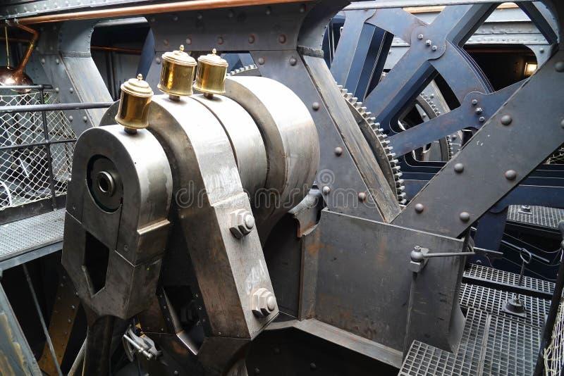 Maquinaria na sala de motor do navio a vapor restaurado foto de stock royalty free