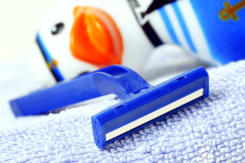 Maquinilla de afeitar disponible imagenes de archivo