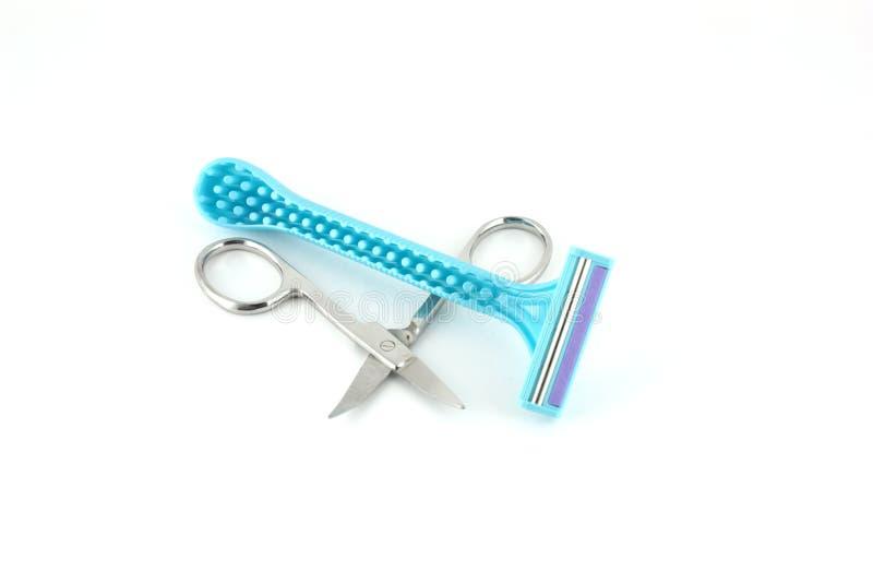 Maquinillas de afeitar azules para la mujer y las tijeras fotos de archivo