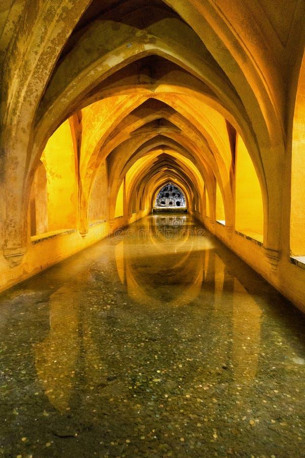 MarÃa帕迪亚浴在真正的城堡宫殿在塞维利亚,西班牙 库存照片
