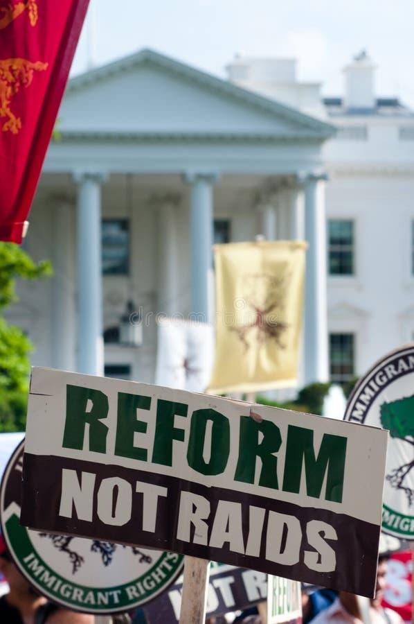 Março à casa branca para direitas & a reforma imigrantes foto de stock