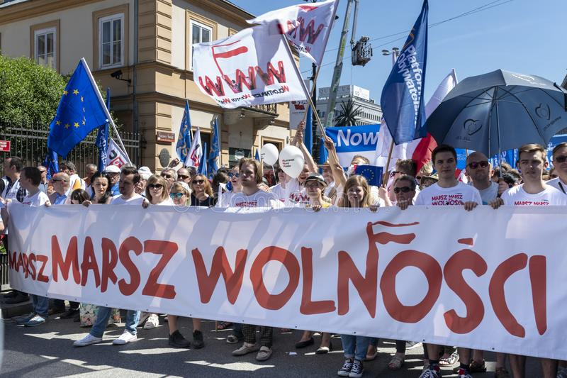 março da liberdade em Varsóvia o 12 de maio de 2018 fotos de stock