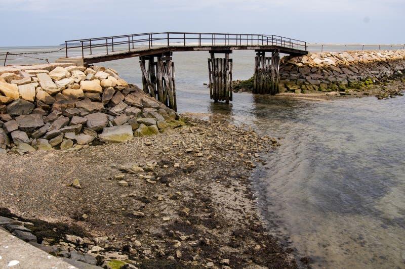 Maré de queda no quebra-mar de Plymouth foto de stock royalty free