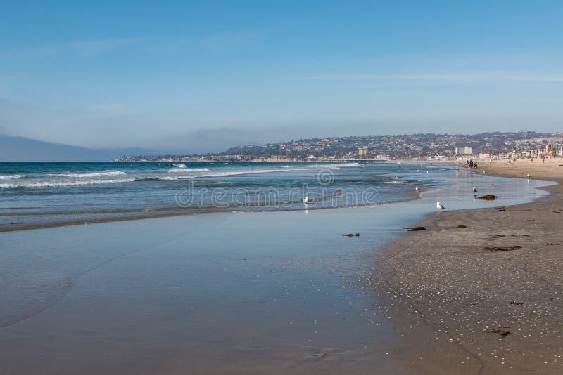 Marée basse à la plage de mission à San Diego photographie stock
