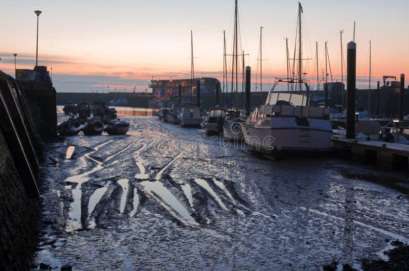 Marée basse au port de Bridlington photos libres de droits