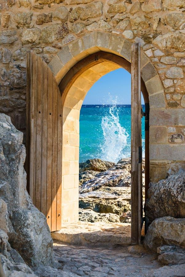 Mar abierto de la puerta fotos de archivo
