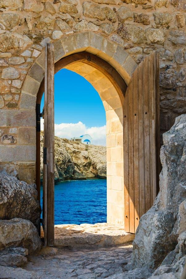 Mar abierto de la puerta imagen de archivo