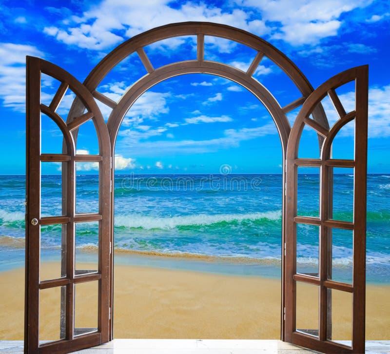 Mar abierto de la puerta fotografía de archivo libre de regalías