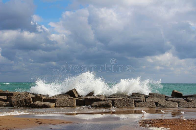 Mar agitado imagenes de archivo