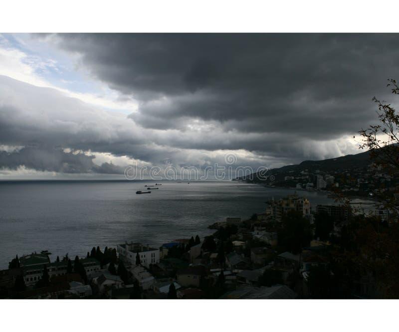 Mar antes de una tormenta imagen de archivo libre de regalías