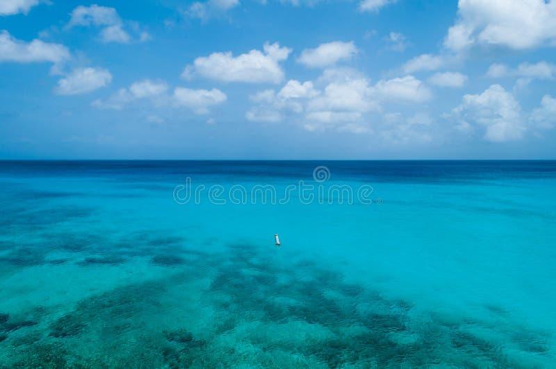 Mar azul Curaçau foto de stock