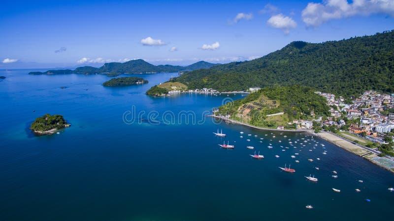 Mar azul e paisagens maravilhosas, dos Reis de Angra fotos de stock royalty free