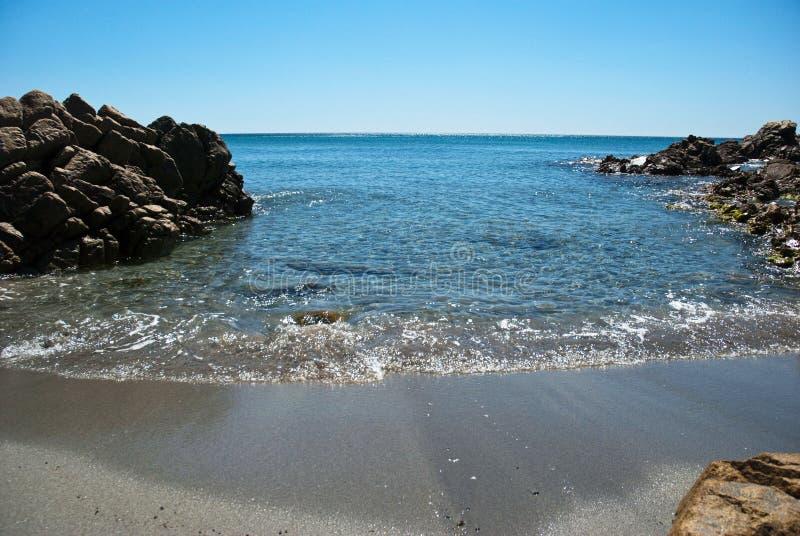 Mar azul em Sardinia foto de stock