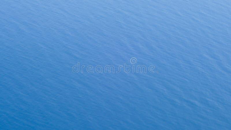 Mar azul profundo fotografía de archivo