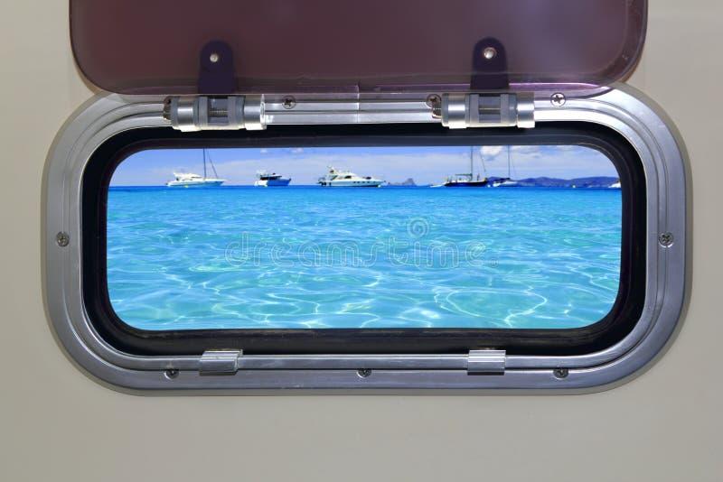 Mar azul tropical do oceano de turquesa da vigia do barco fotos de stock