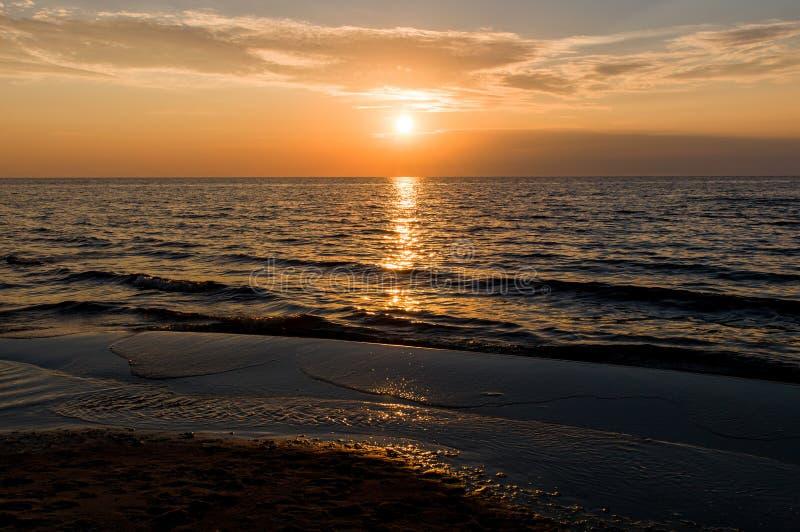 Mar Báltico do por do sol imagens de stock