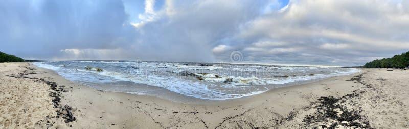 Mar Báltico outono costa mar praia mar Saulkrasti Letónia imagem de stock