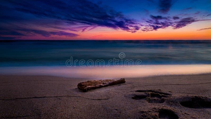 Mar Baltico vicino leggero di tramonto fotografia stock libera da diritti