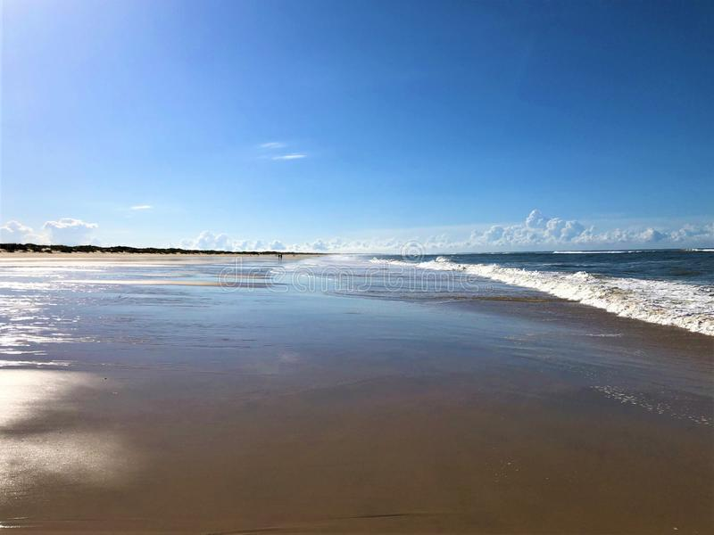 Mar, belleza, luz que encanta y puesta del sol mágica en Matalascanas, provincia de Huelva, Andalucía, España imagenes de archivo