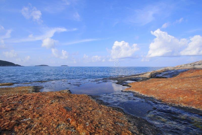 Mar bonito na ilha de Phuket imagens de stock
