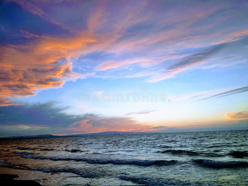 Mar branco na praia Oran Argélia do bumo foto de stock